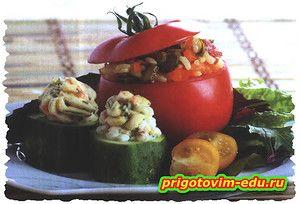 Фаршированные помидоры и канапе из огурцов