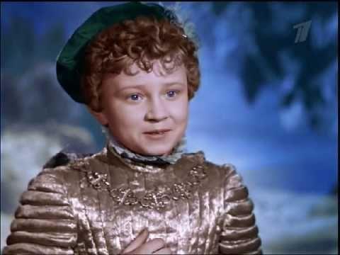 POPELKA je klasické zpracování sovětské pohádky z roku 1947. Popelka je dcerou královského lesníka, který se své zlé ženy natolik bojí, že dělá přesně to, co ona poručí. A to i na úkor své milované dcery Popelky, která je pro macechu a nevlastní sestry jen služkou. Jednoho dne král pozve svého lesníka i s rodinou na královský ples. Poté, co na něj odjedou, zůstane pracemi zaúkolovaná Popelka sama doma. Objeví se hodná víla kmotřička se svým pážetem a splní jí vroucné přání podívat se na…