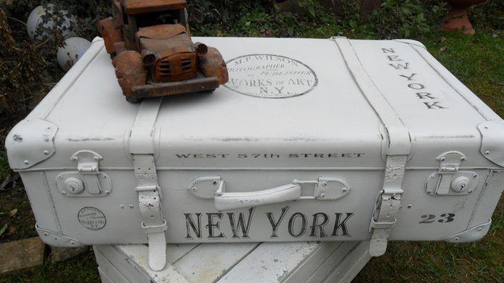 _*Wunderschöner alter XXL-Koffer*_  mit Ledergurten      im Fabric-Style    *schööön Shabby*    alt-weiß patiniert und mit Klarlack versiegelt;    ...