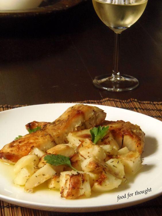 Πέρκα με πατάτες στο φούρνο http://laxtaristessyntages.blogspot.gr/2013/04/blog-post_11.html