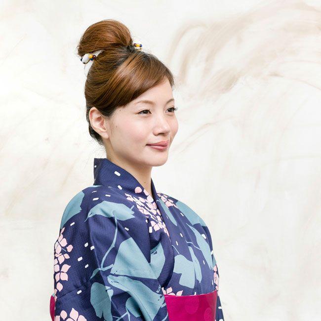 自分でできる浴衣ヘアアレンジ。バレッタとクリップで簡単アップスタイルにトライ!は、「acca(アッカ)」で開催。雑誌エディターが注目している2015年7月の東京女子向けトレンドニュースをチェックして!
