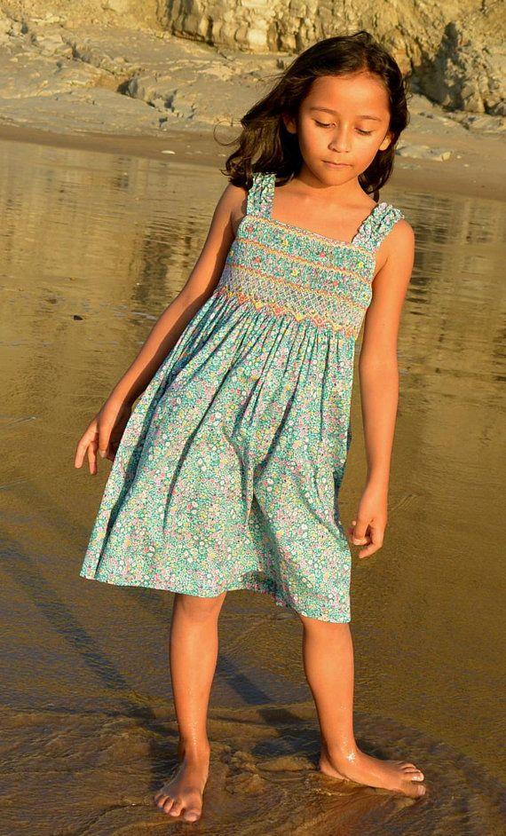 07c324ee05a Jolie Robe fille en tissu liberty. Robe fille facile à porter Robe à  bretelle finement