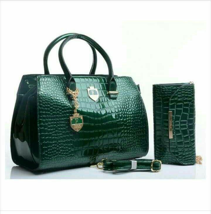 IDR 330k 33x24x18cm Black, green, maroon, gold, white, red