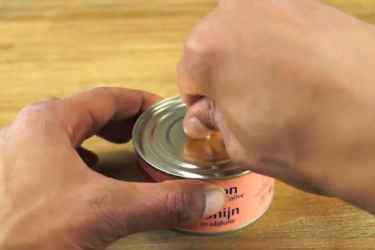 Le truc qu'il fait avec une boite de thon est surprenant! Il pourrait bien vous dépanner un jour!