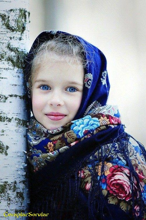 Mavi gözlü kız çoçuğu