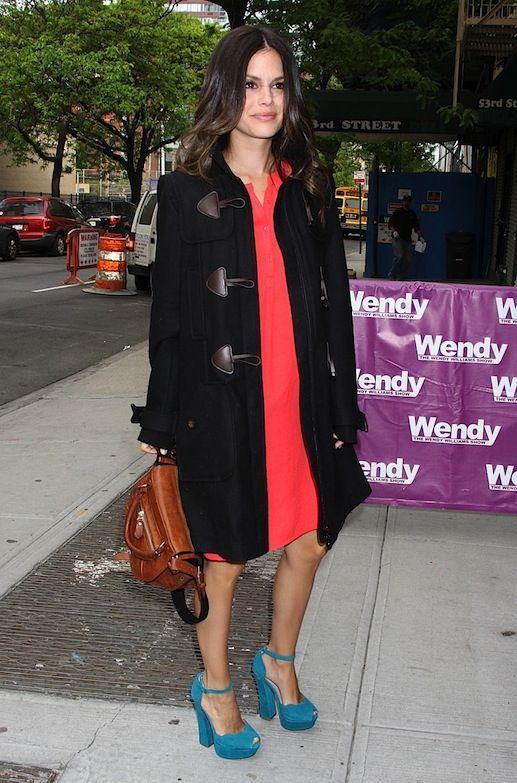rachel bilson blue heels shoemint | actrice Rachel Bilson été vu arrivant au Wendy Williams Show.