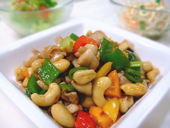 【nanapi】 中華料理で人気の腰果鶏丁(鶏とカシューナッツの炒め物)。本来はいろいろと下ごしらえが必要な料理ですが、ここでは思い切って簡略化して、シンプルな家庭料理にアレンジしてみました。それでもお味はなかなかのものですよ。材料(2~3人分)鶏肉...150gおつまみ用のカシューナッツ...