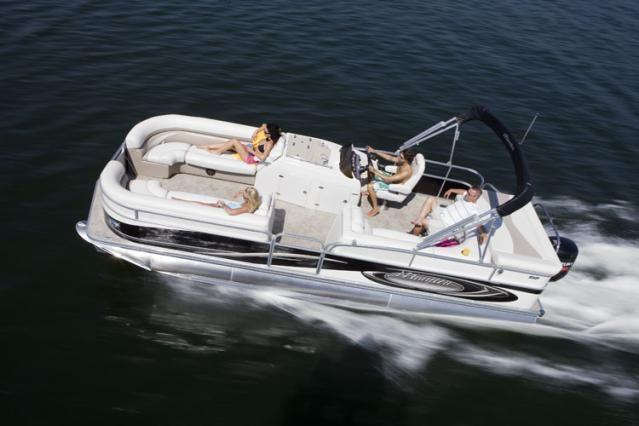 Manitou Pontoon Boats: Manitou Legacy 24