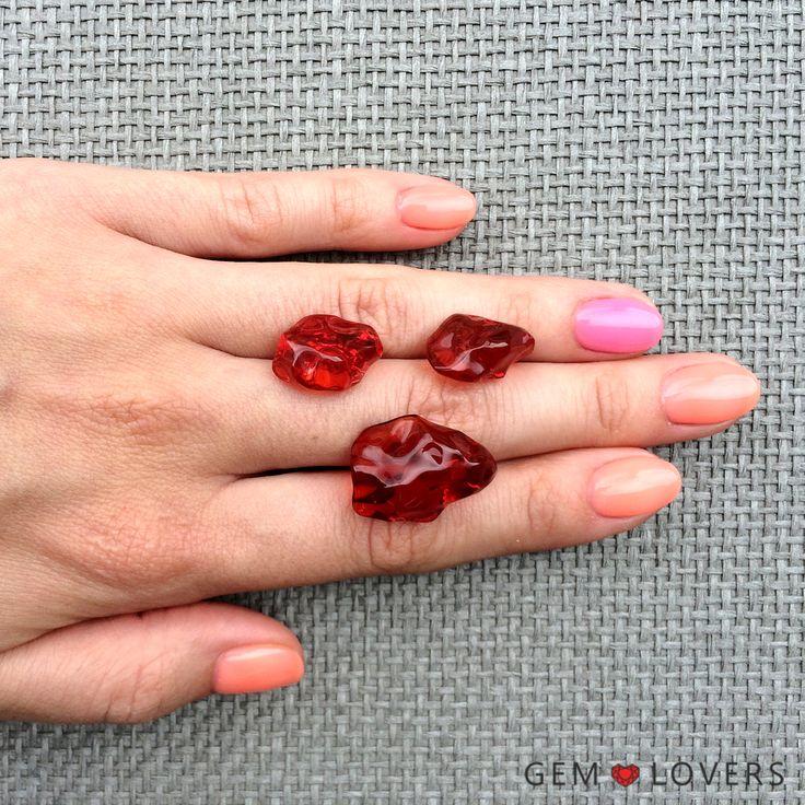 Для любителей необычных ювелирных изделий: сет резных огненно-красных опалов из Мексики: для кулона и серег. Цвет словно полыхает. For unusual gem and jewelry lovers: set of red fire opals from Mexico. Color is amazing! ✒WA/Telegram/Direct/Viber 📲+7-925-390-20-52 📲+7-800-555-22-86 📧 publice@gemlovers.ru #fireopal #fireopals #opaljewelry #opalmexico #mexicanopal #yellowopal #опалыкомплект #огненныеопалы #опалкольцо #опалсерьги #gemlovers