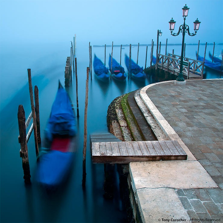 Sull'acqua, lentamente, nel tempo... Venezia! by Tony Corocher @ http://adoroletuefoto.it