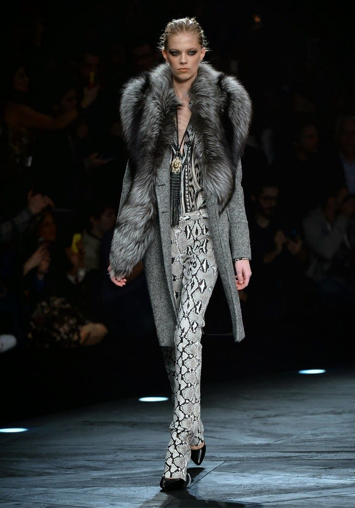 Roberto Cavalli - Women Fashion Show Autumn-Winter 2014-2015 - http://www.bestfashionweek.com/fashion/roberto-cavalli-women-fashion-show-autumn-winter-2015.html - We realize that Roberto Cavalli is excellent with a centrepiece. Whether it's an agreement of coral and pearls situated available on his purple iridescent yacht or various other ornamental masterpiece at home in the roaming Florence hills, one can generally assume this type of focus on...