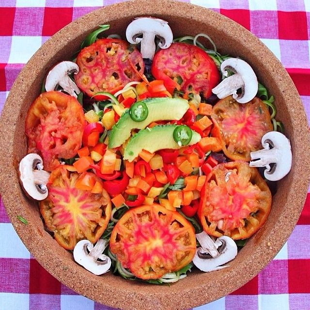 Did you laugh today?! I sometimes laugh for no reason,try it, it can totally change your mood Salad is: rainbow red bell peppers in the middle, sliced tomato, mushrooms over a bed so spiralized zucchini and greens dressed with lemon and lime topped with avo and a little serrano pepper. Fresh, delicious and nutritious!!