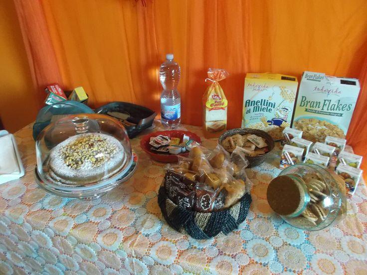 buffet con torta fatta in casa