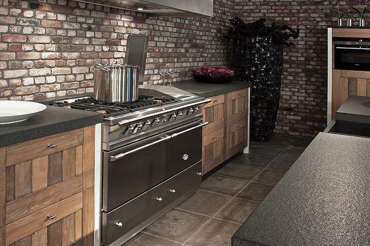 Gezelligheid Keuken : Een houten keuken is een echte sfeermaker. Een houten keuken uit onze