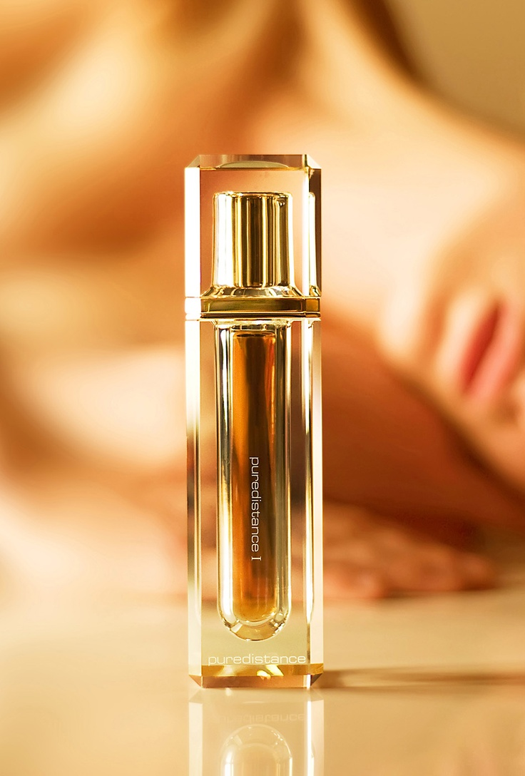 A timelessly beautiful accessory to the Perfume is the Puredistance Crystal Column designed to perfectly hold the Perfume spray.