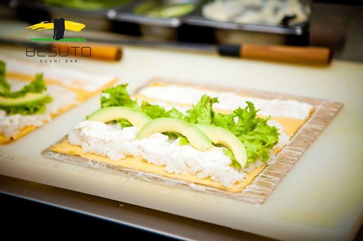Zobacz jak przygotować oryginalny ryż do sushi.