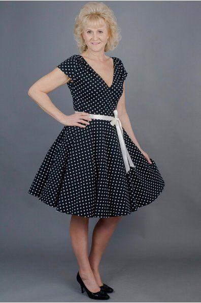 Zavinovací šaty černé s puntíky elegantní zavinovací šaty kratší rukávek a sklady na ramenou bohatá 3/4 kolová sukně  zapínaní na knoflíčky v pase v pase jsou šaty zdobené saténovým páskem možná úprava střihu a ušití na míru