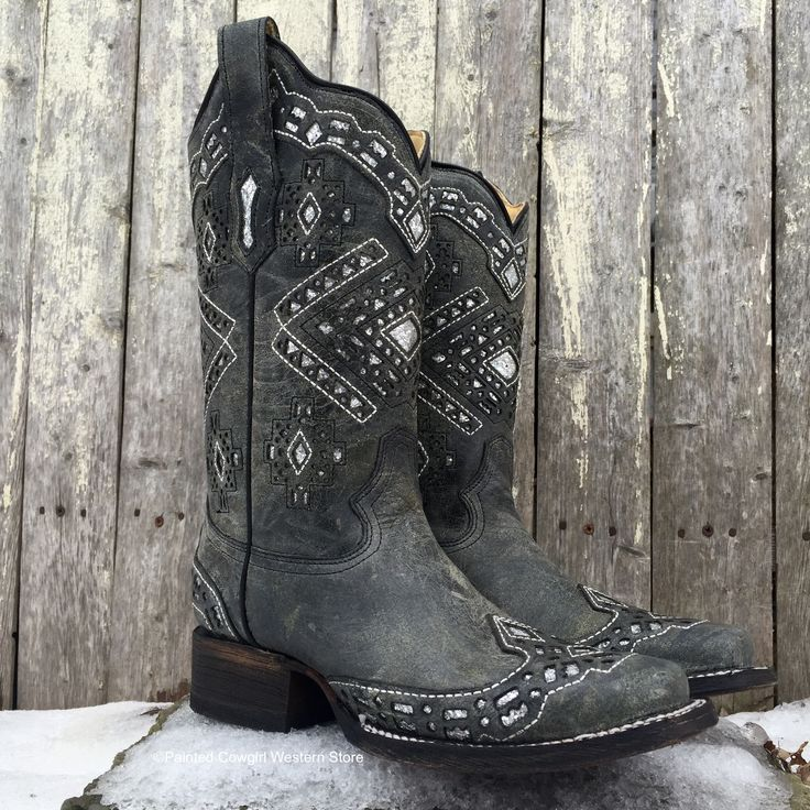 Be a stylishly dressed cowgirl by adorning these gorgeous Women's Western boots! Handcrafted from distressed leather for that appealing worn-in look, these square-toe boots showcase glittered cutout i
