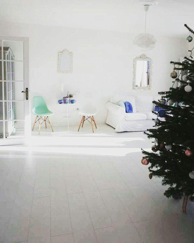 Christmas decor.Christmas tree. Scandinavian decor.White living room.Mint decor.White floors.