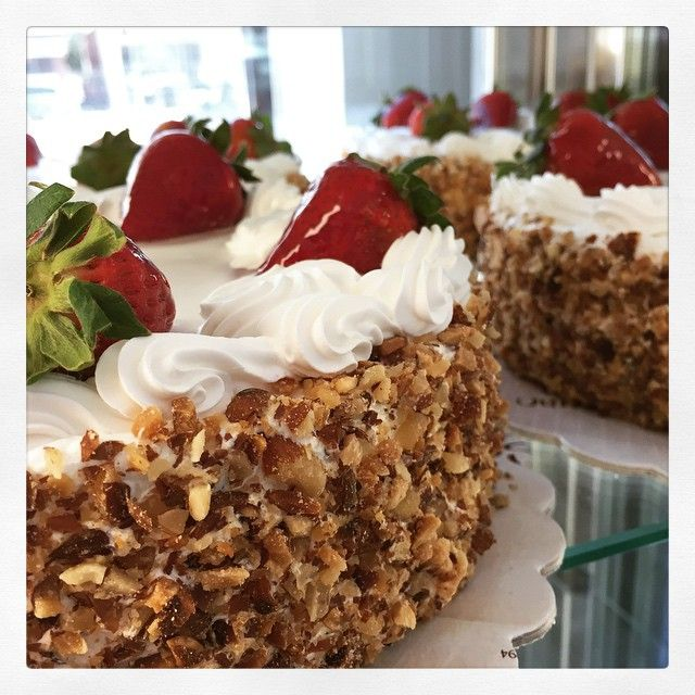 Strawberries and fresh whipped cream make the perfect cake!!!emoji #strawberries #vanilla #cake #freah #almonds #birthday #eatcake #greekbakery