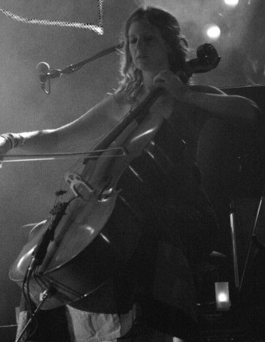Vyvienne Long is a Dublin born classically trained cellist, pianist and singer songwriter who started her career playing in various chamber music ensembles around Europe before being recruited by Irish singer songwriter Damien Rice to tour with his band.