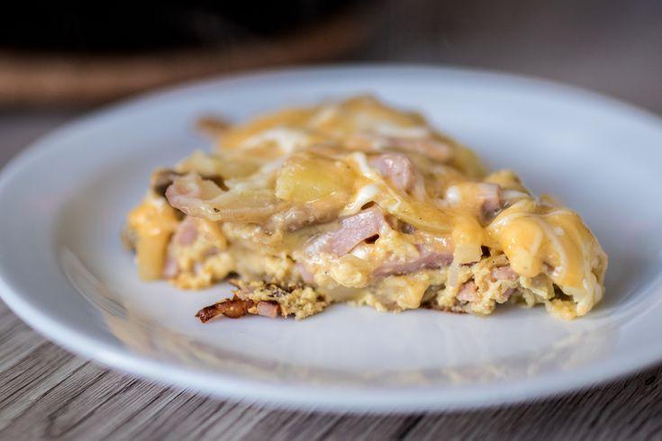 Omelett med skinke, løk og poteter