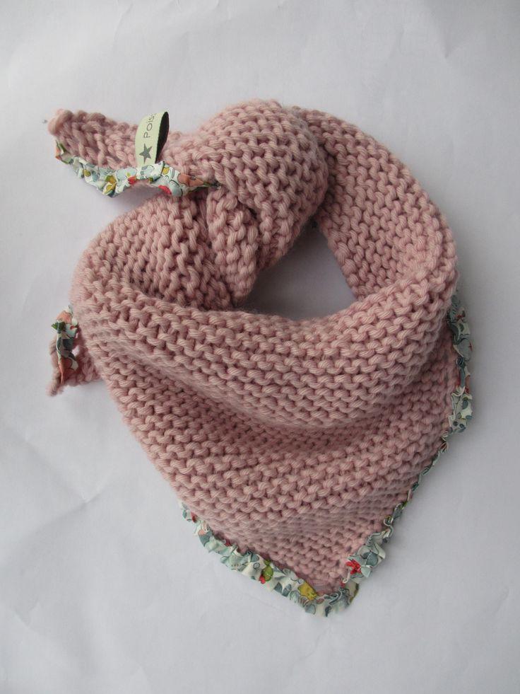 Bandana bébé, de lana y en punto bobo con tela liberty de remate.