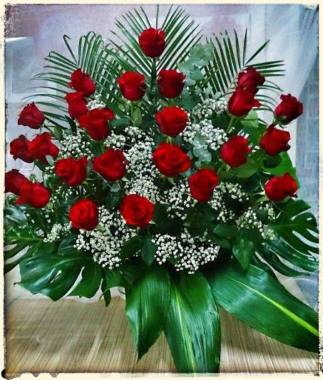 Centro De Rosas Rojas Y Paniculata Arreglos Florales Y