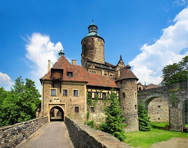 Zamek Czocha, Sucha koło Leśnej.