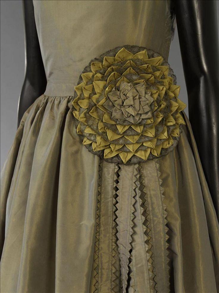 """Robe de style """"Marjolaine"""" © Stéphane Piera / Galliera / Roger-Viollet"""