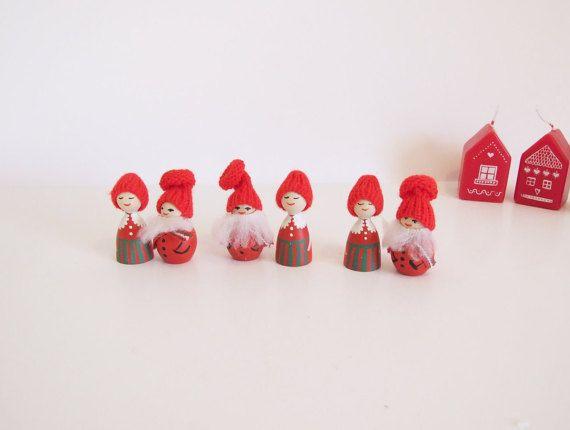 Conjunto de seis muñequitas de madera Navidad // por tiendanordica