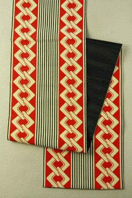 Red, yoshiwara chain pattern fukuro obi (zentsu) / 赤・鳥の子色・黒の粋な吉原繋ぎ柄 全通袋帯 #Kimono #Japan http://global.rakuten.com/en/store/aiyama/