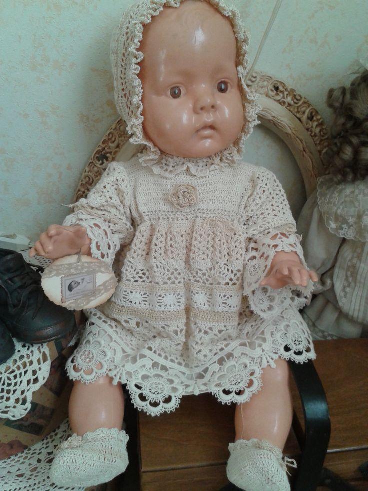 Voor Tineke haar babypop nieuwe kleding gehaakt   Nelleke Verkouter