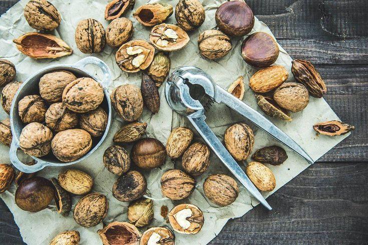 Walnüsse – tolle Kraftpakete voller gesunder Inhaltsstoffe! - Walnüsse sind tolle Kraftpakete voller gesunder Inhaltsstoffe! Sie können sogar vor steigendem Blutdruck schützen und stärken die Blutgefäße!  #Eisen, #Kalium, #Kalzium, #Linolensäure, #Magnesium, #Nüsse, #Phosphor, #Schwefel, #Superfood, #VitaminA, #VitaminB1, #VitaminC, #Walnüsse, #Zink