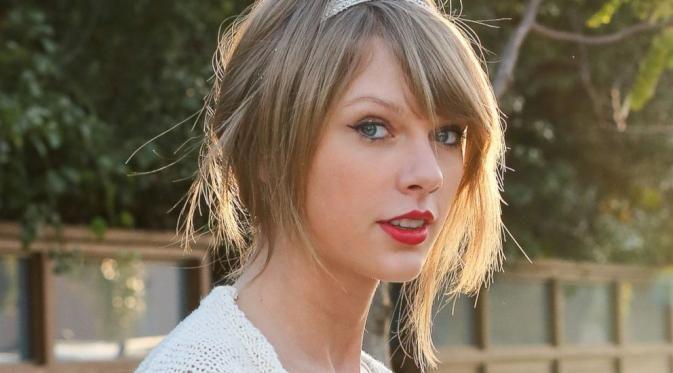 Penyanyi sekaligus penulis lagu asal Amerika Serikat, Taylor Swift memberikan donasi untuk gadis berusia 11 tahun yang sedang berjuang melawan kanker.  #Music #TaylorSwift #Singer #Bintang #Indonesia
