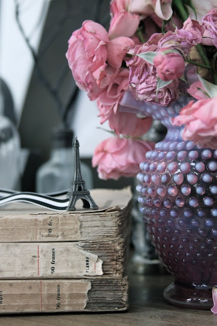 .Vintage Books, Pink Roses, Colors Combos, French Twists, Eiffel Towers, Fleas Marketing, Flower, Antiques, Old Books
