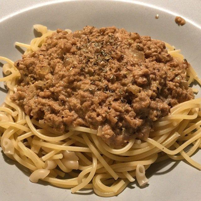 Nu finns receptet på den här saligheten uppe på bloggen. Gräddstuvad köttfärssås (vego såklart). #vego #vegan #veganmat #vegoblogg #vegetariskt #vegetariskmat #vadveganeräter #vegetariskhusmanskost #husmanskost #jävligtgott #köttfärssås #grädde #mat #mums #mittkök #matblogg #tasty #meatlessmonday #smarrigt #smaskens #snabbmat