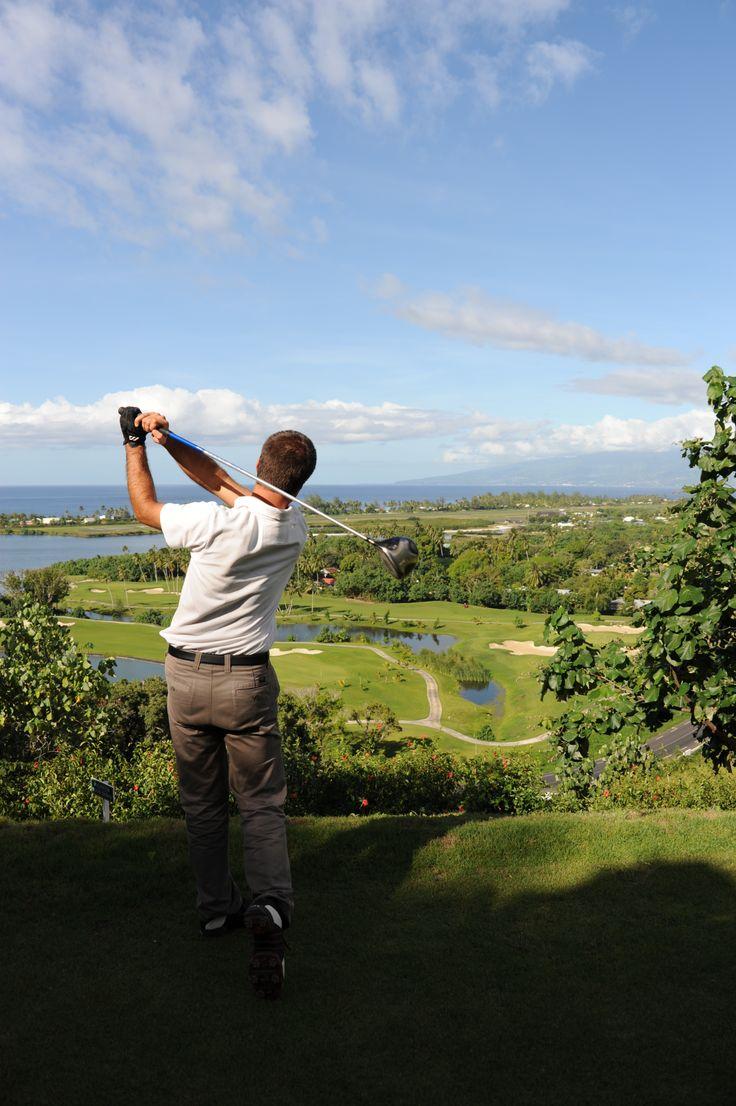 Play golf at Moorea Green Pearl Course. モーレア・グリーン・パール・ゴルフ・コース