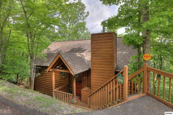 Fowl Play Luxury 1 Bedroom Pigeon Forge Cabin Rental Cabin Pigeon Forge Cabin Rentals Smoky Mountains Cabins