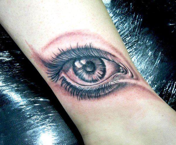 45 Oční tetování