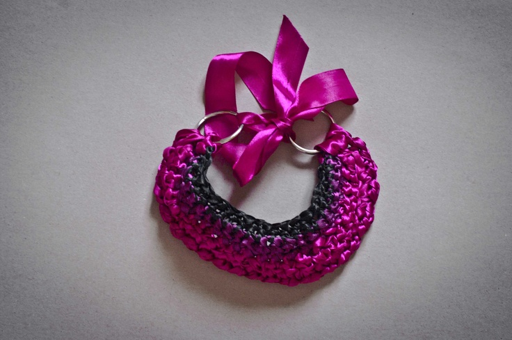 satin bib croched necklace