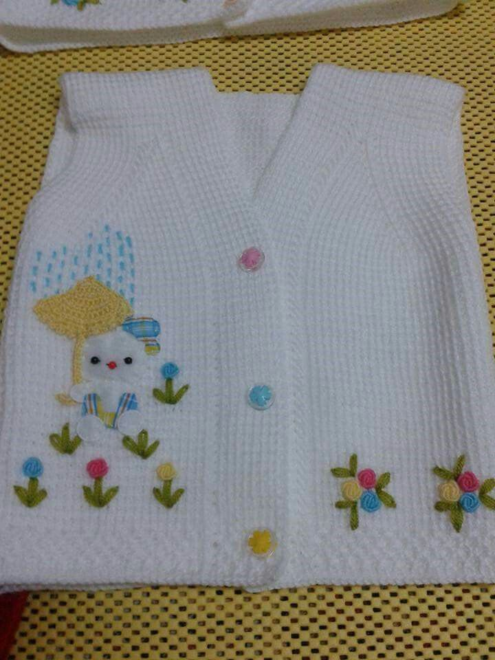 I love the fabric appliques on the knitwear. Quite idea for baby items