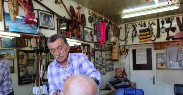 Metin Yeşilaraz'ın Berber dükkanı müzeyi andırıyor