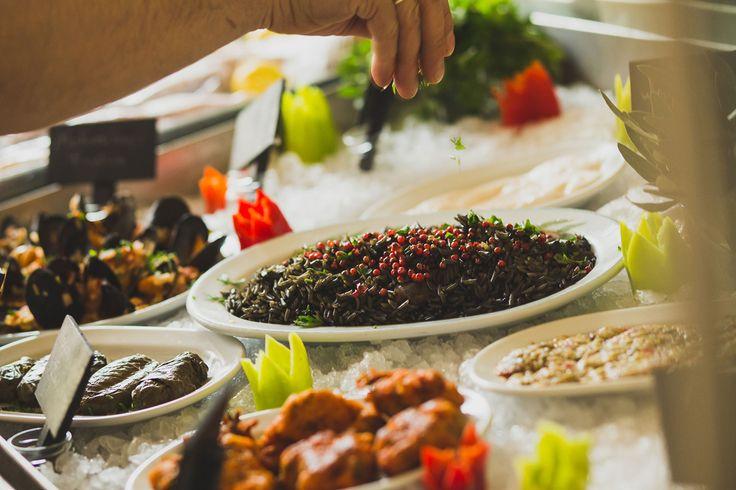 Στην Ψιψίνα σε κερδίζουν οι ψαρομεζέδες, και μάλιστα σε εξαιρετική μορφή, είτε βγαίνουν από τη σχάρα είτε από το τηγάνι, την κατσαρόλα ή τον φούρνο...
