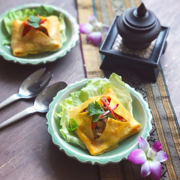 タイ料理教室SIRI KITCHEN: 今日のランチ😍#カイヤッサイ 〜野菜とお肉がたっぷり入いるタイの四角いオムレツです🇹🇭小さい時に良く母が作ってくれたので、一時期ほぼ毎日食べていた覚えがあります(笑)❤️いま大人になってもまだまだ飽きずに大好きメニューですよ😋✨ไข่ยัดไส้  #タイ料理 #タイ料理教室 #タイ料理大好き #タイ料理レッスン #エスニック料理 #アジア料理 #料理教室 #料理教室東京  #クッキングスクール #美味しいもの #オムレツ #お稽古 #フードスタイリスト #フードコーディネーター #タイフード #テーブルコーディネート #ランチ #おうちごはん #おもてなし料理 #夜ごはん #セラドン焼き #siri先生 #タイ料理研究家 #sirikitchen #thaifood #cookingschool