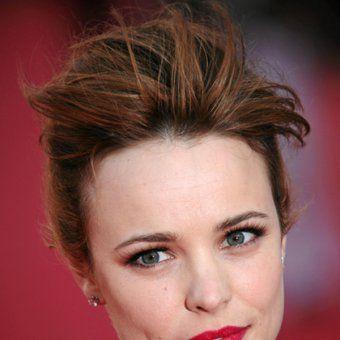 Les beaux cheveux roux foncés de Rachel McAdams