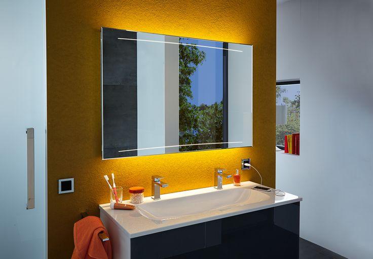 Designspiegel mit geformten Licht  #zierath #manufaktur #lichtspiegel #backlitmirror #badezimmer #light #led #3deffekt #retrostil #interiordesign