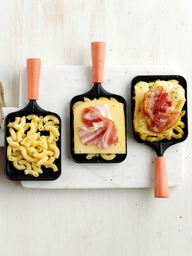 Nudeln bringen Abwechslung ins Pfännchen und eignen sich prima als Kartoffelersatz! So geht's: Vorgekochte Nudeln in die Pfännchen geben und mit euren Wunschzutaten (Gemüse, Saucen, Fleisch/Fisch,...) kombinieren. Voilà, schon habt ihr kleine Nudelgerichte gezaubert, die jeder nach seinem persönlichen Geschmack zusammenstellen kann.