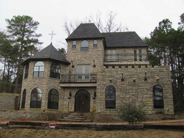 11 best images about castle style homes on pinterest for Castle style homes
