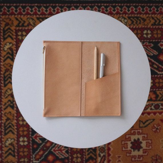 Leather Zipper Pouch and Pocket Insert for Midori Travel Notebook - Natural auf Etsy, 29,52€